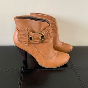 Booties with buckle